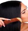 """تخلصى من قشرة الشعر باستخدام """"السكر البنى وزيت الجوجوبا"""""""