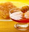 حاربى الهالات السوداء بعسل النحل الطبيعى