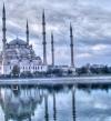 المسجد الأزرق ذو المآذن الستة .. تحفة معمارية وتاريخ طويل