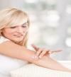 5 وصفات طبيعية لتفتيح المرفقين وترطيبهما