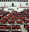 بالفيديو.. لكمات وشد شعر.. نائبات يحولن البرلمان إلى حلبة مصارعة