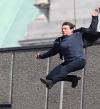بالصور .. القفزة التى كسرت ساق توم كروز
