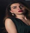 بالصور.. مى عز الدين بإطلالة رائعة بالأسود فى عيد ميلادها