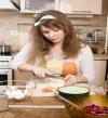 بالصور .. مهارات ثمينة تجعل عملك بالمطبخ أكثر سهولة