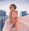 بالصور .. إطلالة انثوية ساحرة لريم البارودى بفستان وردى