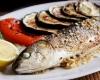 أطعمة تحسن مزاجك بدون أدوية.. أبرزها السمك والمشروم
