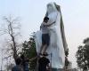 إزالة تمثال السيدة العذراء من وسط مدينة البصرة