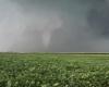 إعصار عنيف يضرب ولاية أيوا الأمريكية.. ويسبب أضرارا مادية