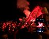 آلاف التونسيين يحتفلون بقرار الرئيس قيس سعيد إقالة الحكومة وتجميد عمل البرلمان