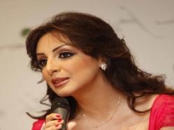 بالصور.. أنغام تصافح الرئيس السيسى على «إنستجرام»