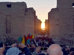 فى احتفالية كبيرة .. تعامد الشمس على قدس الأقداس بمعبد الكرنك