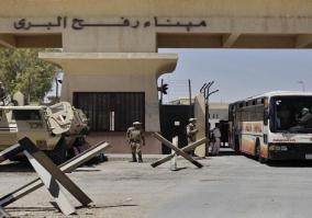 السلطات المصرية تستمر في فتح معبر رفح أمام أفواج الحج للفلسطنيين