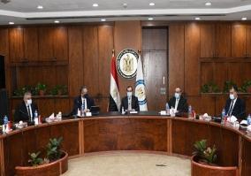 وزير البترول : تخفيض سعر وقود الطائرات لدعم السياحة والطيران