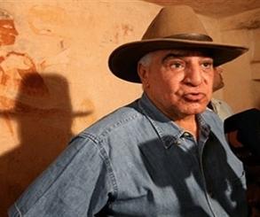 زاهي حواس يكشف تفاصيل العثور على المدينة المفقودة بالبر الغربي بالأقصر