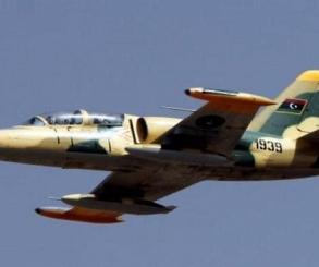 سلاح الجو الليبي يدمر رتلاً إرهابياً مسلحاً بالقرب من سرت