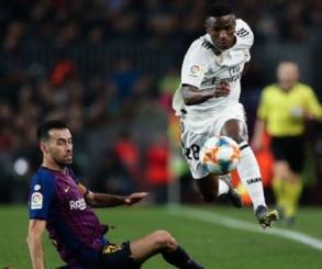 كلاسيكو ناري بين برشلونة وريال مدريد في الدوري الإسباني اليوم