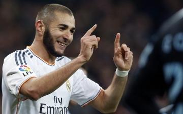 مدرب ريال مدريد يطالب بنزيمة بنسيان إبداعات رونالدو والتركيز على دعم الفريق
