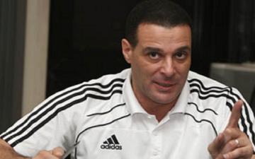 اتحاد الكرة قد يستعين بحكم مصرى لإدارة مباراة القمة