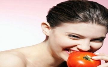 3 وصفات طبيعية بعصير الطماطم للعناية بالشعر