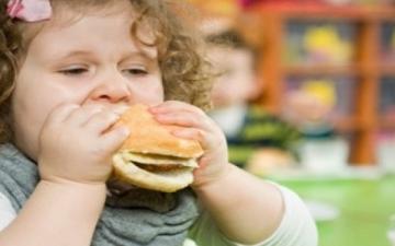 تعرفى على النظام الغذائى الصحى لطفلك البدين أثناء الدراسة