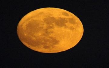 ناسا : القمر تقلص وتعرض للزلازل