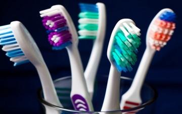 لا ترمى فرشاة الأسنان القديمة