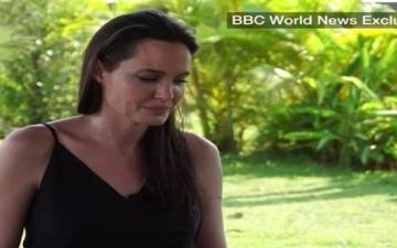 بالفيديو.. لأول مرة.. أنجلينا جولى تتحدث باكية عن انفصالها