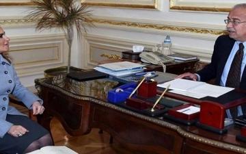 إسماعيل يستعرض مع سحر نصر برنامج الإصلاح الاقتصادى وفرص الاستثمار