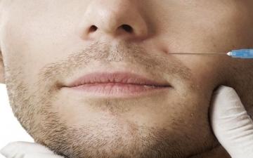 تزايد إقبال الرجال على عمليات التجميل بالمنطقة العربية