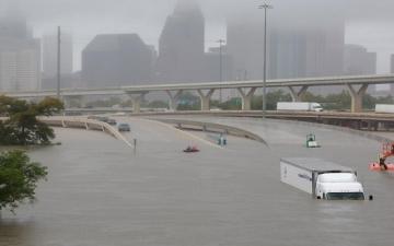 بث مباشر.. دمار وكوارث بولاية فلوريدا الأمريكية بسبب إعصار إرما