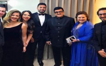 بالصور.. سمير غانم وعائلته مع أحمد حلمى بعد تكريمه بمهرجان القاهرة السينمائى