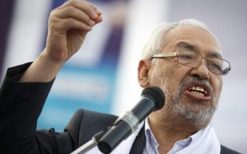 """""""الغنوشي"""" يصف الاستفتاء بالمهزلة ويفتح """"تونس"""" ملجأ للإخوان"""