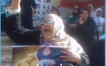 """بالفيديو .. سيدات تهتف """"موزا"""" فين الشعب المصري أهو"""