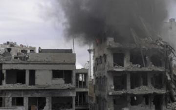 قوات الأسد تكثف غاراتها على حمص ووسط سوريا