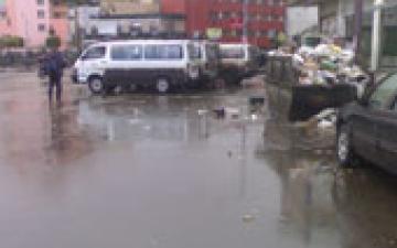 الأمطار تغرق شوارع القاهرة والجيزة.. والمواطنون يتسقبلونها بالدعاء لمصر