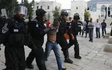 الاحتلال الإسرائيلي تقتحم باحات المسجد الأقصي عقب صلاة الجمعة