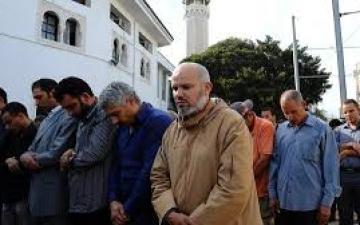 إغلاق المساجد بعد العشاء حتى الظهر فى تونس