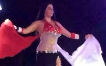 بالصور..صافيناز ترتدي بدلة رقص على شكل علم مصر