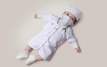 أطرف الصور لأطفال يرتدون ملابس وظيفتهم في المستقبل