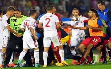 بالفيديو والصور .. بسبب طائرة بدون طيار .. معركة تلغي مباراة صربيا وألبانيا