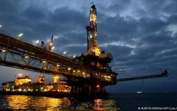"""اسعار النفط تقفز أكثر من 8% بعد اتفاق """"أوبك"""" لدعم الأسعار"""