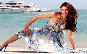 بالصور .. منى زكى تثير الجدل بملابسها فى عزاء محمود عبدالعزيز