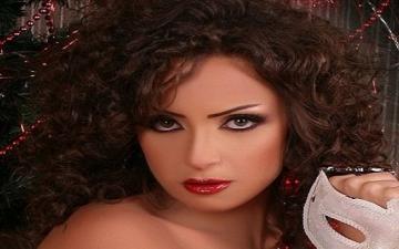 بالصور.. ريم البارودى تتألق بفستان أحمر فى فوتوسيشن جريئة