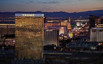ترامب يأخذ هدنة من حملته الانتخابية ليروج لفندقه الجديد