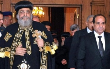 الرئيس السيسى يعزى البابا تواضروس هاتفياً فى حادث الكاتدرائية