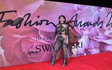 بالصور .. إطلالة مثيرة لنيكول شيرزينجر فى حفل جوائز الموضة البريطانية
