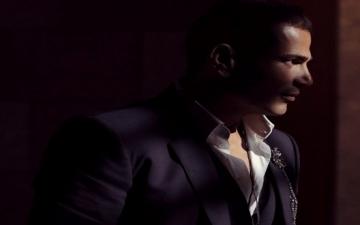 بالفيديو.. عمرو دياب يستعرض عضلاته