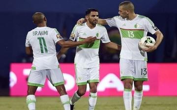 """رسميًا.. """"كاف"""" يفرض غرامة مالية على الجزائر بعد شماريخ الدفاع الجوى"""