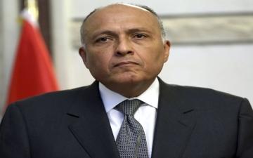 وزير الخارجية يوجه السفارات والقنصليات بالتواصل مع المواطنين العالقين ورعايتهم