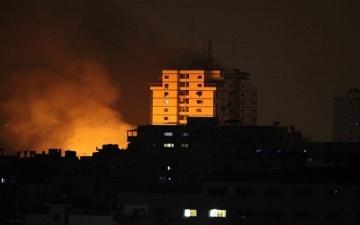 الطيران الإسرائيلي يغير على ميناء غزة ويدمر أهدافاً شمال القطاع